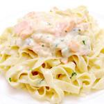 ドゥエトッリ - サーモンとお野菜のクリームソースのタリアテッレ