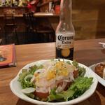 タコタコキング - スライスオニオンとトマトがサッパリして美味しいサラダ☆彡