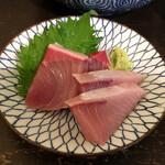アキバの酒場 - 天然寒ぶり刺し480円(税別)