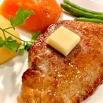145213394 - 葡萄牛ステーキと付け合わせ
