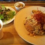 145219891 - 羊肉の麻辣チャーハン 900円、ラム出汁オニオンスープ、サラダ、季節の小鉢付きが付きます