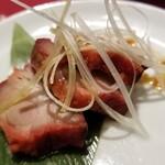横浜中華街 中國上海料理 四五六菜館 - 焼きたて自家製チャーシュー。
