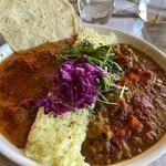 神谷カフェ - 料理写真:①北インドバターチキンカレー ⑧梅干と豚バラの西インドビンダルーカレー