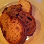 14523075 - サマーシュさんのパンはお料理頼んだらサービスで