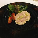 ラ・トリロジー - しっとりしたガランティーヌとピスタチオの味わいや食感がイイ!スパイシーなブラックペッパーが良いアクセント