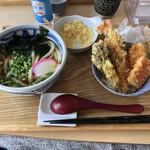 うどん 有田 - かけうどんとミニ天丼、460円+330円。
