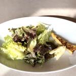 トラットリア アランチョ - 料理写真:前菜のサラダ。卵焼きみたいなのはポレンタ