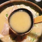 玄屋 - 酒粕拉麺のスープリフト!