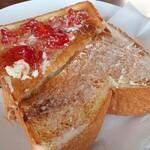 喫茶レストラン フラミンゴ - 半分はバター、半分はバタージャム・・