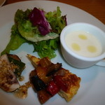 タベルナピッコ - ランチの前菜~冷製コーンポタージュ&スペインオムレツ♪