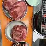 美奈登 - サラダ、牛たん、カルビ