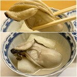神楽坂ささ木 -  牡蠣と白菜、蕪の白味噌仕立て 岩手県産の真牡蠣が大きく、ぷっくりとして味わい濃厚です。 白味噌が牡蠣に合い、美味しさがじんわりと沁みてきます♪ 蕪も白菜も甘味があり良い味わい、これは凄く美味しい逸品です。