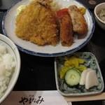 やまなみ - あじフライとキャベツたっぷりメンチカツ定食 ¥850-