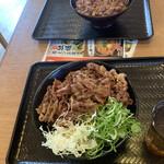 145252494 - カルビ丼大盛 830円