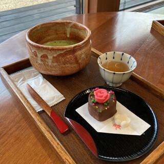 喫茶きはる - 料理写真:抹茶とチョコ風味和菓子のセット