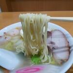 玉泉亭 - 「五目そば」麺アップ