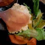 もつ炊き 大衆焼肉 赤井 - 生ハムとポテトサラダ