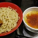 勢拉 - つけ麺(中盛・ネギ増し・極太黒メンマトッピング)・ラー油、胡椒、一味唐辛子、ニンニクいっぱい