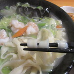 145272357 - 麺は刀削麺