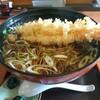 そば処 小玉家 - 料理写真:特大えび天ぷら蕎麦〜器も大きいからよくわかりませんが、えび天は特大です