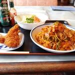 ニュー大黒 - 料理写真:ナポリタンスパゲッティ税込850円&追加でエビフライ2尾 税込200円