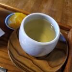 円山茶寮 - お茶と漬物付き