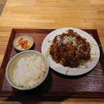 中国茶房8 - 昼食単菜の油淋鶏700円(+税)。