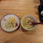 中国茶房8 - セルフサービスで、先にスープとサラダを用意。