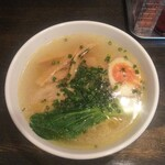 盛壱 - とりらーめん(半麺、750円)