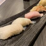Sushibaendo - 左から 網走産黒ガレイ、愛媛産カツ〆ブリ、網走産炙りキンキ
