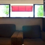 今万人珈琲   - 店内中央のゆったり大きめなソファ席