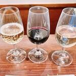 ワインバー 壱 - グラスワイン3種飲み比べセット 1690円