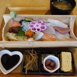 海鮮工房 なみ平 - 海鮮ちらし寿司(1320円)