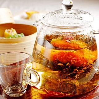 【飲茶】種類豊富な中国茶や自慢の点心を堪能