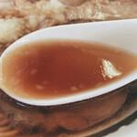 145337400 - ロース並チャーシュー麺(スープ)