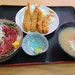 花いち - 料理写真:まぐろ中落ち丼とかに汁、エビフライ×4 ¥1,100-(税込)