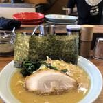 鶴一家 - 豚骨ラーメン720円