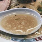 145354424 - 煮干味噌チャーシュー麺(味噌を溶かす前)