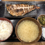 炭火焼干物定食 しんぱち食堂 -