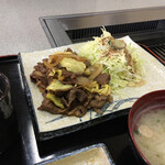 正岡焼肉ハウス - 焼肉大盛りも可能(なんと+50円) 写真は大盛りではない。