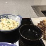 正岡焼肉ハウス - マカロニと熱いお茶