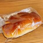 ハンナブレッド - 料理写真:とろけるクリームパン180円