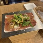 肉バル ガブット - お通し:アンガス牛の熟成生ハム♪