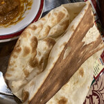 asian restaurant & bar sarathi - おかわりナンは1.5倍!?