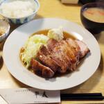 平太 - 料理写真:厚焼きポークソテー定食(1950円)
