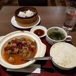 逸品飲茶縁茗 - 牛肉四川風土鍋ランチ。