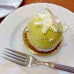 カフェ・ド・ジュアン - 料理写真:シリウス ピスタチオのムース センターにグリオットチェリーのムースとコンポート