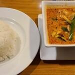 プロォーイ タイ料理 - メインのレッドカレー