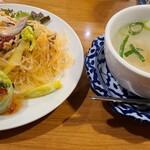 プロォーイ タイ料理 - 前菜とスープ