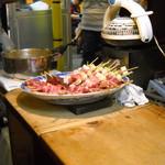 五十鈴 - カウンターの串と煮込み